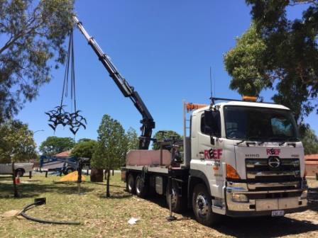 Image of Hiab truck delivering sculpture